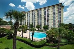 Rosen Inn Closest to Universal Orlando (Florida) Located 450 metres from Universal Orlando Resort, this hotel provides free transfer service to SeaWorld Orlando and Universal Orlando Resort. It features an outdoor pool. Orlando Vacation, Orlando Resorts, Hotels And Resorts, Orlando 2017, Visit Orlando, Luxury Hotels, Florida Vacation Packages, Florida Travel, Visit Florida
