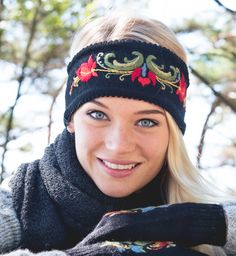 Headband with hand embroidery. Based on traditional folk dresses. Norwegian Knitting, Big Knit Blanket, Jumbo Yarn, Big Knits, Knit Pillow, Knitted Headband, Stockinette, Market Bag, Knitted Bags
