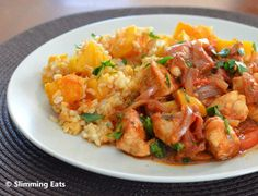 Balsamic Chicken with Tomatoes and Roasted Butternut Squash Brown Rice Slimming Eats Recipe Serves 3 Extra Easy – syn free per serving Ingredients 2 chicken breasts chopped into bite size pieces 1 red onion, halved Slimming World Dinners, Slimming Eats, Slimming World Recipes, Healthy Eating Recipes, Cooking Recipes, Healthy Food, Syn Free Food, Chicken And Butternut Squash, Balsamic Chicken