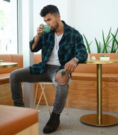 Flannel Outfits, Tomboy Outfits, Teaching Mens Fashion, Sneaker Trend, Image Fashion, Sneaker Outfits, Sneakers Mode, Stylish Mens Outfits, Trendy Mens Fashion