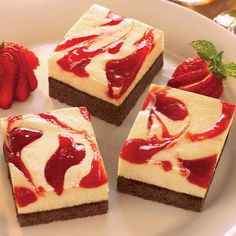 Strawberry Cheesecake Brownies. Click on the photo to view the ingredients. Visit purecipes.com to discover more popular recipes. #Brownies, #Cheesecake, #Strawberry #Cakes, #Dessert - aah, mansikkajuustokakkua!