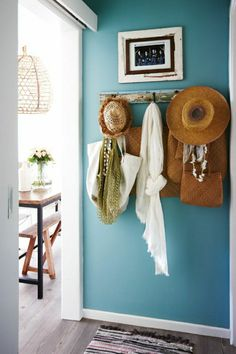 beach shack style - love this accent wall color Murs Turquoise, Turquoise Walls, Turquoise Color, Teal Blue, Color Blue, Color Pop, Blue Green, Entryway Paint Colors, Entryway Wall