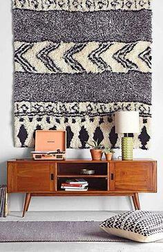 Hang a rug for chic wall art! #table #blackandwhite #chevron #ethnic