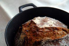 Bruk en stor jerngryte til baksten. Iron Pan, Pork, Bread, Keto, Recipes, Kale Stir Fry, Pigs, Recipies, Ripped Recipes