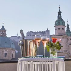 The artistic hotel in Salzburg's Old Town A charming jewel where you will feel at home.Soon more in the printed issue of the Stylemate. Small Luxury Hotels, Luxury Life, 4 Star Hotels, Old Town, Travel Ideas, Austria, Taj Mahal, Artsy, Jewels
