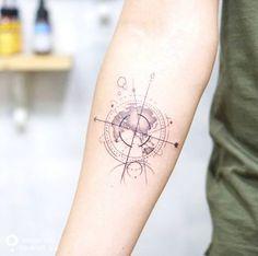 Tatouage boussole géométrique et planisphère