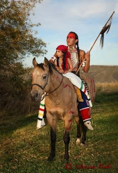 native american indians White Wolf: 16 Photos of Diana Volk Capture The Beauty of Native Americans Native American Horses, Native American Children, Native American Wisdom, Native American Pictures, Native American Artwork, Native American Beauty, American Spirit, American Indian Art, Native American History