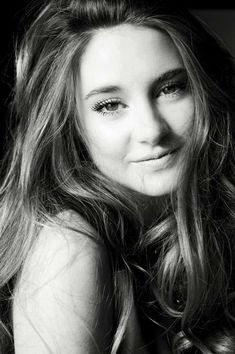 Shailene Woodley: talented actress and gorgeous lady. Secret Life- Fault in our Stars- Divergent- Amazing Spider-Man and so much more! Perfect People, Pretty People, Beautiful People, Beautiful Ladies, Tris Et Tobias, We Are The World, The Fault In Our Stars, Jennifer Lawrence, Jennifer Garner