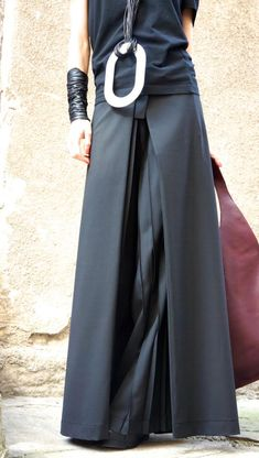 New 2016 Loose Wide Black Plated Skirt Pants / Wide by Aakasha # Outfits pantalon New Loose Wide Black Plated Skirt - Pants / Wide Leg Pants Spring / New Collection by Aakasha Mode Boho, Mode Chic, Look Fashion, Fashion Outfits, Womens Fashion, Super Moda, Skirt Pants, Pants Outfit, Skirt Outfits