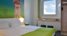 Zimmer mit französischem Bett im B&B #Hotel Köln-Frechen