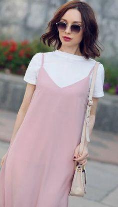 Tendência de vestido com camiseta por baixo, ótima para usar nas mais diversas ocasiões