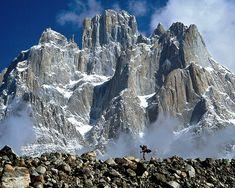 超危険!クライマー憧れの地、巨大な崖「トランゴタワーズ」 | TapTrip