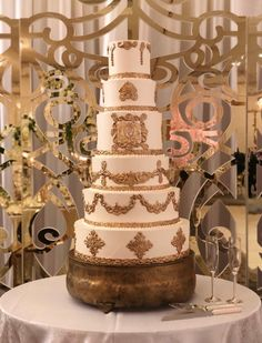 If your cake simply needs a stand, and a beautiful backdrop, look no further!