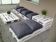 A great idea for outdoor seating - and fairly simple with keeping pallets as is in shape and size. #DIY