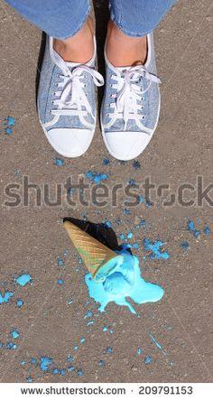 이미지 출처 http://thumb101.shutterstock.com/display_pic_with_logo/137002/209791153/stock-photo-ice-cream-fell-on-asphalt-top-view-209791153.jpg