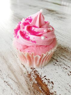 Skinny Pink Champagne Cupcakes