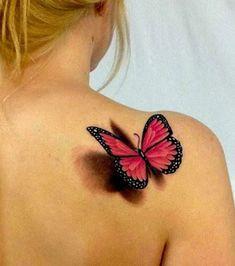 Tatouage 3D, papillon couleur omoplate