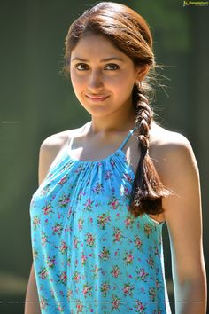 Sayesha Saigal (High Definition) Image 12   Beautiful Tollywood Actress Images,Photoshoot, Wallpapers