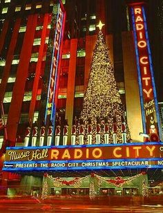 Christmas in NYC... Manhattan... Radio City Music Hall