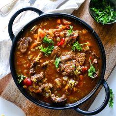 Osso bucco in 2019 crock pot recipes Healthy Crockpot Recipes, Healthy Dishes, Healthy Cooking, Beef Recipes, Cooking Recipes, Oxtail Recipes, Healthy Snacks, Osso Bucco Slow Cooker, Slow Cooker Beef