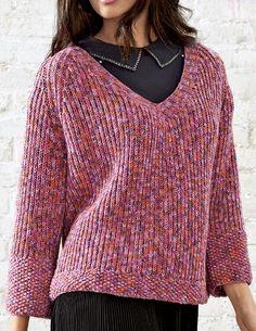 Этот непринужденный пуловер с V-образным вырезом для всех тех, кто ценит легкую жизнь. Сочетание чистоты линий и цвета позволит Вам стильно вступить в осень! Модель 17, журнал CLASSICI N.4 из пряжи Cool Wool Print. Приведена инструкция по вязанию для размера 42/44 и 46/48. Инструменты: прямые спицы №4 и 7, круговые спицы №4 длиной 60 см.