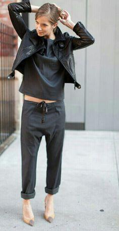 { slouch pants } ॐ☚★ Look Street Style, Street Chic, Chic Street Styles, Look Fashion, Fashion Outfits, Womens Fashion, Tomboy Outfits, Street Fashion, Mode Monochrome