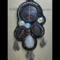 Winter Solitude bead embroidered pendant by Sharayah Sheldon 4uidzne
