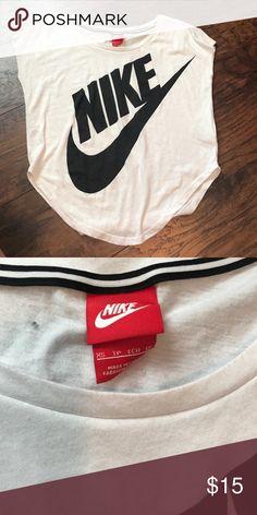 Nike crop top size xs Worn once!! Size xs Nike crop top super comfortable Nike Tops