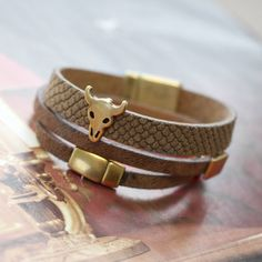 Leather and metal. Awesome combination for jewelry!