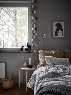 découvrir l'endroit du décor : C'EST BEAU AUSSI À L'ETAGE Home Photo, Studio Apartment, Decoration, Architecture, Kids Bedroom, Living Spaces, New Homes, Blanket, Interior Design
