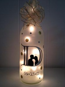 Wedding Gift Ideas Anniversary Wine Bottle Gift Ideas - Your stockpile of empty wine bottles is steadily growing? Then now is a good time as any to transform them into something pretty with these wine bottle crafts with lights. Wine Bottle Gift, Diy Bottle, Wine Bottle Crafts, Jar Crafts, Bottle Art, Beer Bottle, Felt Crafts, Bottle Opener, Painted Wine Bottles