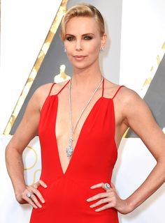 Charlize Theron wearing $3.7 million worth of Harry Winston diamonds - click through for more of the best Oscars jewelry!