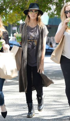 Jessica Alba Network Gallery: Click image to close this window - Celebrity Street Style Jessica Alba Casual, Jessica Alba Style, Weekend Style, Weekend Wear, Jessica Simpson Style, Star Fashion, Fashion Outfits, Sheer Dress, Fashion Pictures