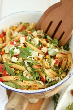 Pasta salad with roasted peppers and feta - Good food with Linda Baked Recipes Vegetarian, Vegetarian Sauces, Sausage Pasta Recipes, Best Pasta Recipes, Vegetarian Dinners, Salad Recipes, Dinner Recipes, Healthy Recipes, Couscous