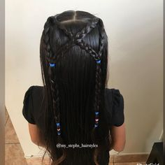 On mondays we always do easy simple hairstyles and today we did this super cute half up style with some crisscrossed braids!‍♀️Inspired…