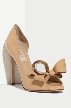 Stunning Valentino Couture Bow Pump http://rstyle.me/n/tjag2bh9c7