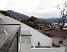 House of Stairs, Valle de Bravo, Mexico/ DELLEKAMP ARQUITECTOS © Sandra Pereznieto