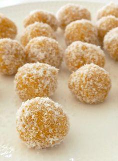 Healthy Apricot Bliss Balls - Create Bake Make Vegan Treats, Healthy Treats, Healthy Eating, Dessert Healthy, Vegan Snacks, Healthy Food, Healthy Mummy Recipes, Raw Food Recipes, Yummy Recipes