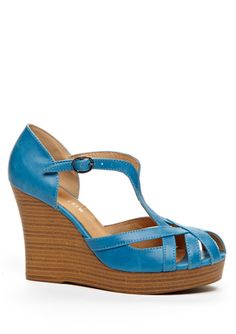 So cute for summer.... I think I could wear these without breaking my ankles.... maybe? ;)