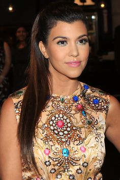 The 16 most inspiring Kardashian and Jenner beauty looks to try out this season: Kourtney Kardashian's colorful eyeliner and pink lipstick