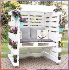 Pallet Home Decor, Pallet Garden Furniture, Pallets Garden, Diy Pallet Projects, Wood Pallets, Furniture Ideas, Pallet Wood, Recycled Pallets, Crafts Out Of Pallets