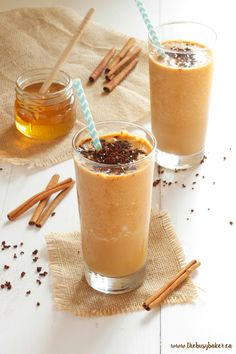 This Healthy Pumpkin Spice Frappuccino is everybody& favourite fall coffee drink recipe with a healthy twist, made from simple, wholesome ingredients! Pink Drink Recipes, Coffee Drink Recipes, Yummy Drinks, Yummy Food, Healthy Drinks, Healthy Eats, Pumpkin Spice Frappuccino, Pumpkin Spice Latte, Dairy Free Recipes