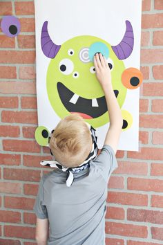 Up the fun factor in your next Halloween party with this adorable Pin the Eye on the Monster game. Kids will love this fun game! Monster Party Games, Boy Party Games, Monster Birthday Parties, Birthday Ideas, Halloween Kid Games, Monsters Inc Halloween, Halloween Crafts For Kids, Haloween Party, Harry Birthday
