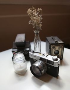 Classic Gadgets: The Vintage Camera In Home Decor