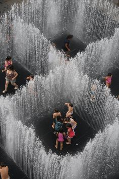 Secret summer activity: Water Rooms exhibit at Brooklyn Bridge Park via A Cup of Jo Danish artist Jeppe Hein brings playful benches, fountains and a mirror maze to New York City. Wall Of Water, Water Walls, Water Art, Water Play, Urban Landscape, Landscape Design, Landscape Art, Mirror Maze, Water Sculpture