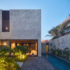 Image 31 of 31 from gallery of LM House / Elements Lab. Facade / Section Fachada Colonial, Architecture Résidentielle, Futuristic Architecture, Design Exterior, Concrete Houses, Facade House, Modern House Design, Building A House, House Styles