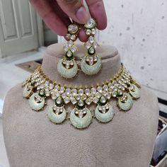 Pakistani Jewelry, Indian Wedding Jewelry, Indian Jewelry, Jewelry Design Earrings, Emerald Jewelry, Indian Jewellery Design, Victorian Jewelry, Jewelries, Diwali