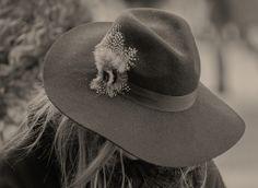 #pho   #photography   #photoblog   #milano   #italy   #milan   #streetphotography   #street   #people   #peoplephotography   #monochrome   #monochromephotography   #blackandwhitephotography   #blackandwhite   #blancoynegro   #noiretblanc   #biancoenero   #hat   #fashion  #streetphotography #milano #italy