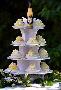 Miniatur-Hochzeitstörtchen mit Eierlikörcreme - Kuchenrezepte mit Eierlikör   Verpoorten