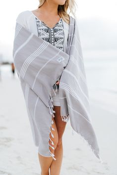 What to pack for spring break beach vacation / What to pack for Aruba / Aruba beaches / The Bali Market Turkish towels / https://thebalimarket.us/products/classic_grey Photo Credit: Kate Becker Photography, MN